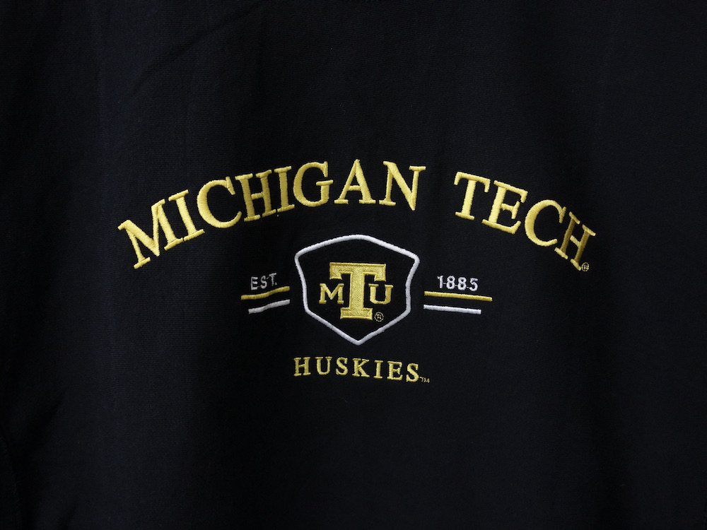 <img class='new_mark_img1' src='https://img.shop-pro.jp/img/new/icons15.gif' style='border:none;display:inline;margin:0px;padding:0px;width:auto;' />MICHIGAN TECH カレッジ スウェット USED