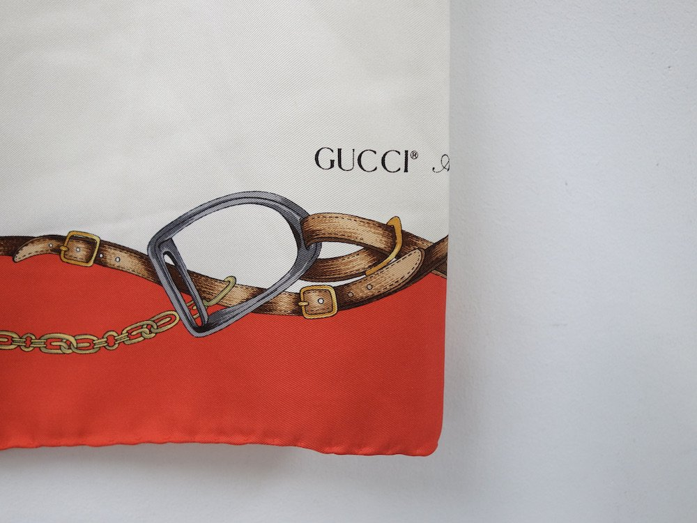 <img class='new_mark_img1' src='https://img.shop-pro.jp/img/new/icons15.gif' style='border:none;display:inline;margin:0px;padding:0px;width:auto;' />OLD GUCCI グッチ シルクスカーフ MADE IN ITALY USED