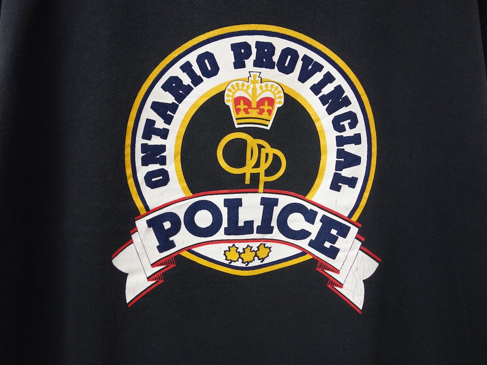<img class='new_mark_img1' src='https://img.shop-pro.jp/img/new/icons15.gif' style='border:none;display:inline;margin:0px;padding:0px;width:auto;' />Ontario Provincial Police スウェット MADE IN CANADA USED