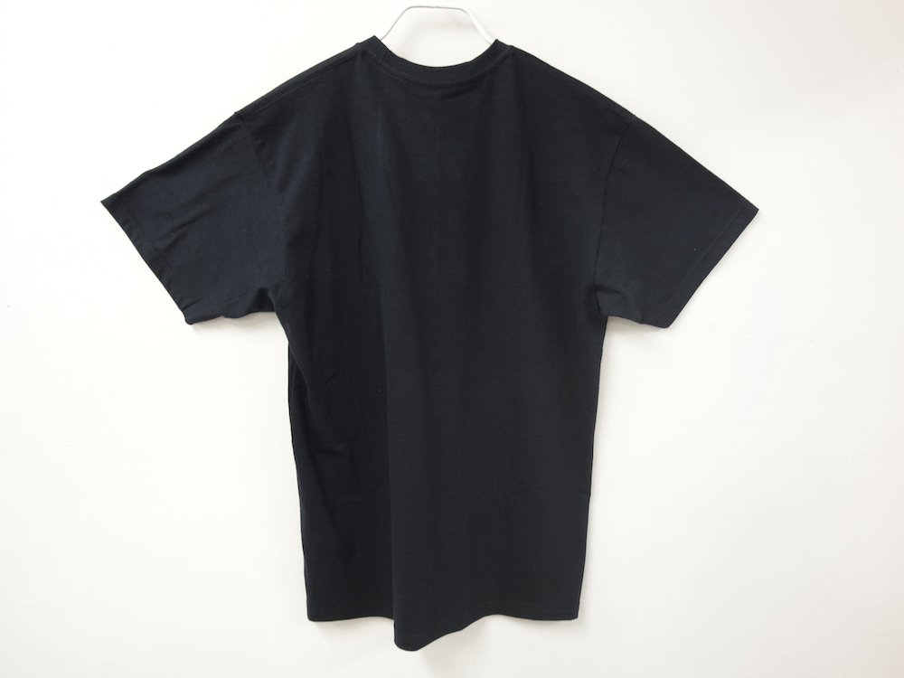 <img class='new_mark_img1' src='https://img.shop-pro.jp/img/new/icons15.gif' style='border:none;display:inline;margin:0px;padding:0px;width:auto;' />IRAK  BOX Logo Pocket Tシャツ black