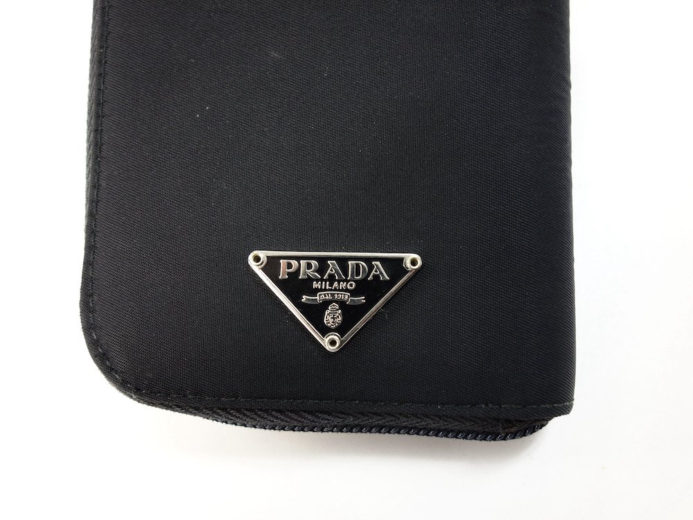<img class='new_mark_img1' src='https://img.shop-pro.jp/img/new/icons15.gif' style='border:none;display:inline;margin:0px;padding:0px;width:auto;' />PRADA プラダ  ナイロン 二つ折り財布 MADE IN ITALY USED