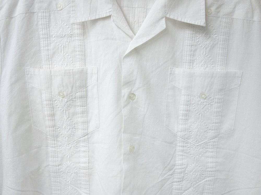 <img class='new_mark_img1' src='https://img.shop-pro.jp/img/new/icons15.gif' style='border:none;display:inline;margin:0px;padding:0px;width:auto;' />CUBA SHIRT  オープンカラー 刺繍 シャツ USED #4