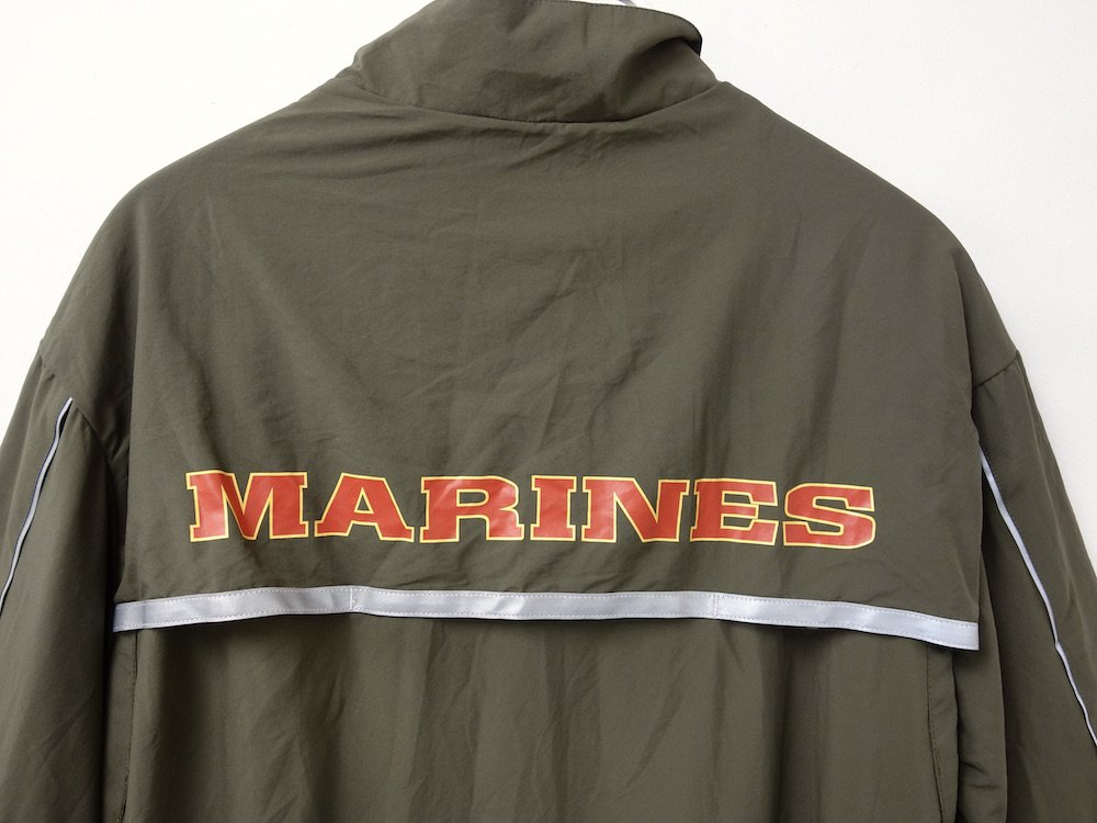 <img class='new_mark_img1' src='https://img.shop-pro.jp/img/new/icons15.gif' style='border:none;display:inline;margin:0px;padding:0px;width:auto;' />アメリカ軍実物 米海兵隊 U.S.M.C. PT ランニング ジャケット USED