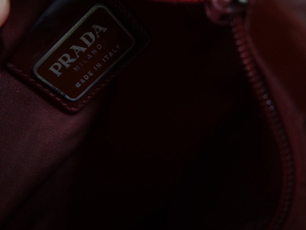 <img class='new_mark_img1' src='https://img.shop-pro.jp/img/new/icons15.gif' style='border:none;display:inline;margin:0px;padding:0px;width:auto;' />PRADA プラダ ロゴ ミニショルダーバッグ MADE IN ITALY USED