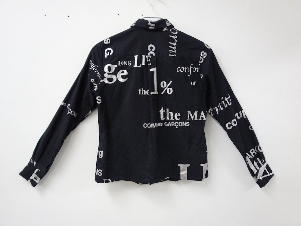 <img class='new_mark_img1' src='https://img.shop-pro.jp/img/new/icons15.gif' style='border:none;display:inline;margin:0px;padding:0px;width:auto;' />COMME des GARCONS ロゴ シャツ AD2003 MADE IN JAPAN USED
