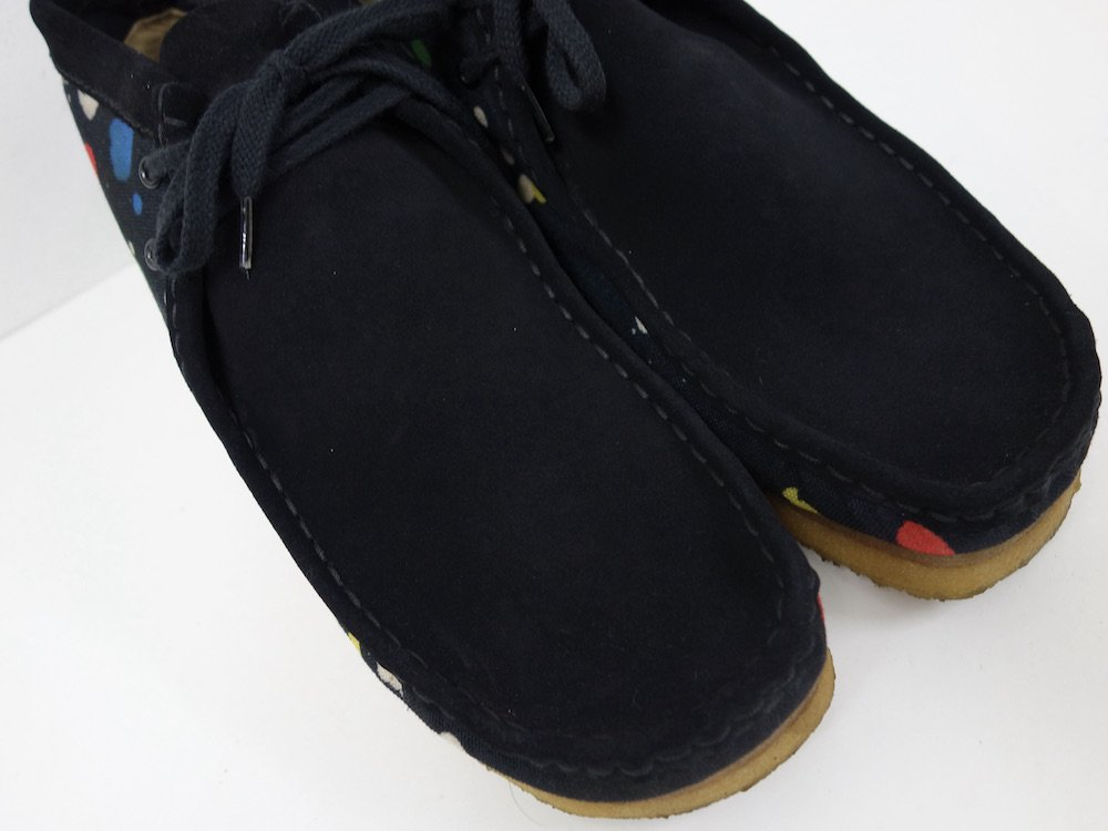 <img class='new_mark_img1' src='https://img.shop-pro.jp/img/new/icons15.gif' style='border:none;display:inline;margin:0px;padding:0px;width:auto;' />CLARKS × Futura Wallabee Boot クレープソール USED