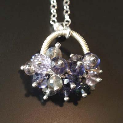 アイオライト・ラブラドライト ☆幸せの宝石花かごネックレス・50cmチェーン付 の画像