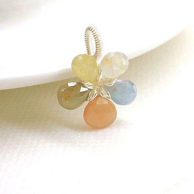 サファイア・オレンジムーンストーン ☆神聖な力と愛の石の花ペンダント 現品の画像