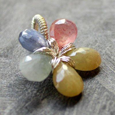 半額▲OFFサファイア・ファンシーカラー・ダイヤモンドに次ぐ硬い石の花ペンダントNo.2★イエロー、ピンク、ブルー、グレーの画像