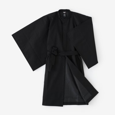 撥水綾織 円領外套(はっすいあやおり えんりょうがいとう)/濡羽色(ぬればいろ)