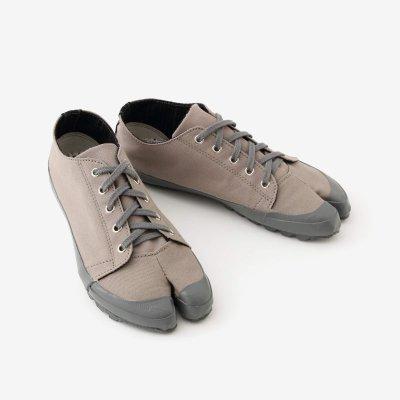 運動足袋/煤色(すすいろ)×間がさね(まがさね)