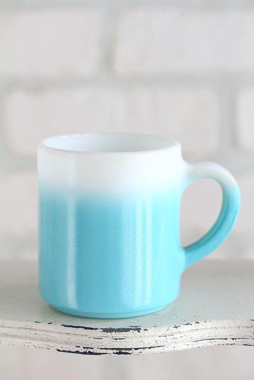 ヘーゼルアトラスミルクガラスマグカップブルー