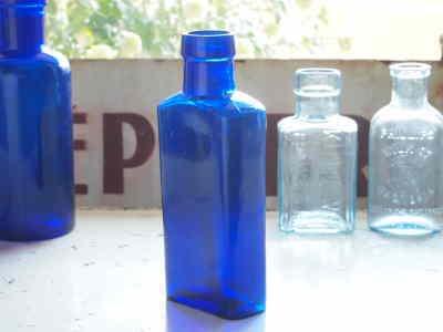 アンティークガラスケミカルボトルB