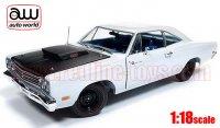 オートワールド 1969 1/2 プリムス ロードランナー Hemmings Muscle Machines Cover Car(May 2008) ホワイト 1:18