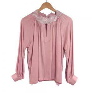 <img class='new_mark_img1' src='https://img.shop-pro.jp/img/new/icons61.gif' style='border:none;display:inline;margin:0px;padding:0px;width:auto;' />Cherry Kiss Blouse