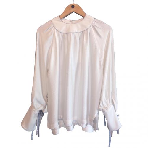<img class='new_mark_img1' src='https://img.shop-pro.jp/img/new/icons61.gif' style='border:none;display:inline;margin:0px;padding:0px;width:auto;' />Softly Sparkle Blouse★SAMPLE SALE