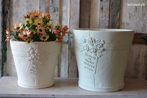 """カド—リムサークルSW""""><br /> 色はアンティークホワイト。個々に風合いや色味が異なります。<br /> 6.5-7号相当、3−4種の寄せ植えやバラにもぴったり。観葉植物の鉢にも似合います。<br /> <a href="""