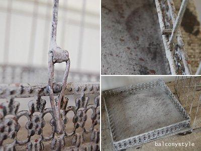 ラスティック仕上げのワイヤー製トールスクエアバードケージ