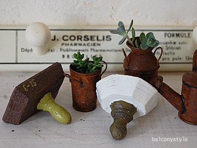 ガーデン雑貨Parisスタンプオブジェ2種セットは2種類のスタンプをイメージ