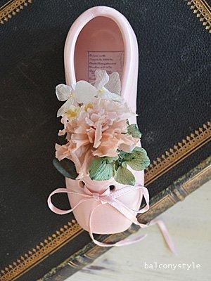 バレエシューズピンクのトゥシューズのプリザーブドフラワーアレンジ