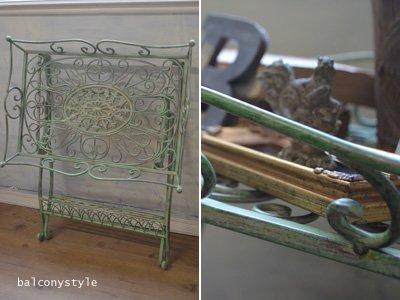 グリーンのフォールディング式テーブルのアイアン製フラワースタンド