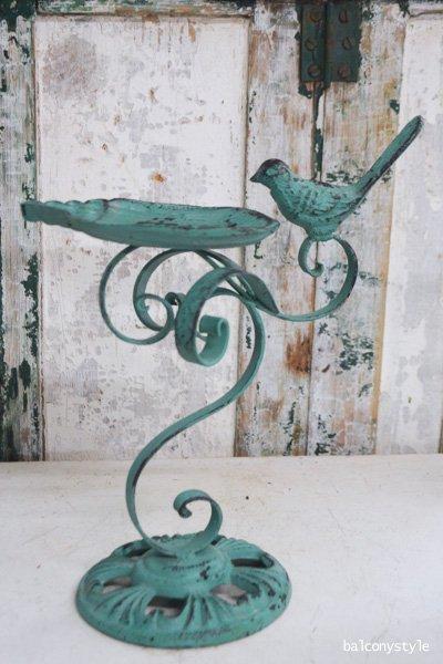 小鳥止まるアンティークグリーンのバードフィダー