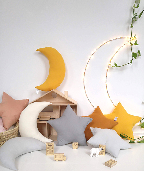 the butter flying 月のクッション Moon Cushion クッション