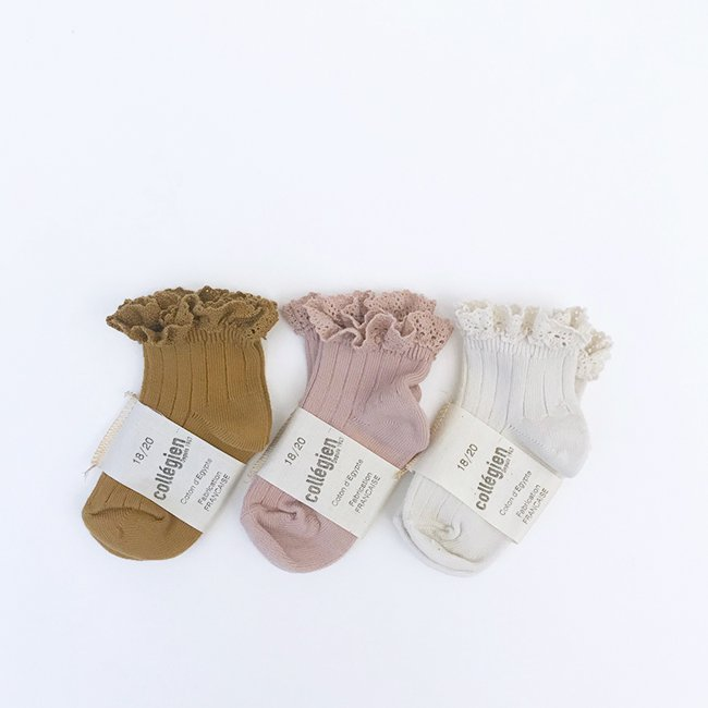 <img class='new_mark_img1' src='https://img.shop-pro.jp/img/new/icons47.gif' style='border:none;display:inline;margin:0px;padding:0px;width:auto;' />【SALE 30%off】Lace Trim Ankle Socks by Collegien(コレジアン)