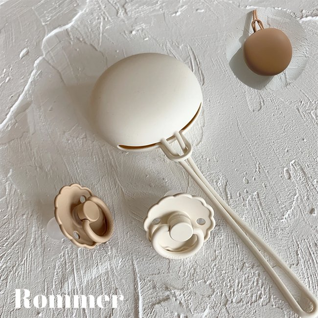 <img class='new_mark_img1' src='https://img.shop-pro.jp/img/new/icons14.gif' style='border:none;display:inline;margin:0px;padding:0px;width:auto;' />Silicone Pacifier Case by rommer