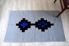 デザイン手織りラグ【 Wink 】ライトグレー×ブルー aiMIKI Design 100×70