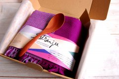手織りコットンランチョンマット【Sat.Ranjee】北欧デザイン(紫)と木のスプーンギフトセット