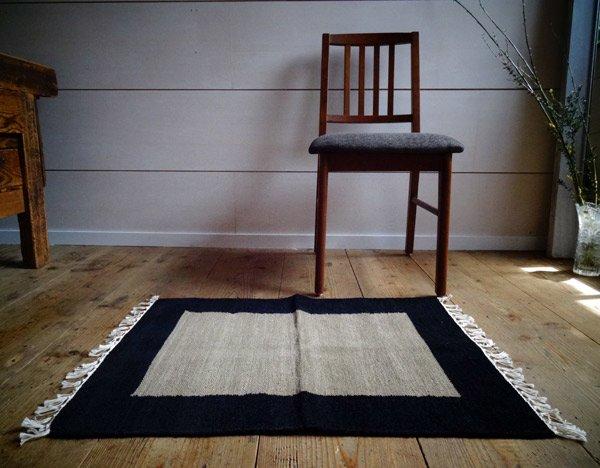 【クリアランスセール】北欧デザイン ラグ【フレーム】 黒×グレー 70×50cm