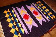 【ホットカーペット対応】手織りエスニックラグ太陽と波150×120ネイビー
