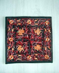ネパール刺繍のクッションカバー