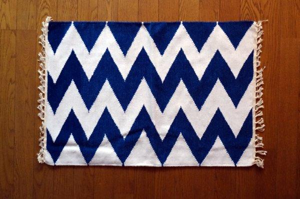 北欧ティストラグ・マット 『 シェブロン 』 70×50cm ブルー×ホワイト