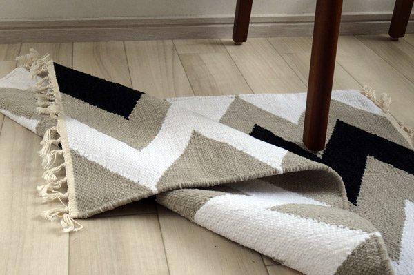 北欧ティストラグ・マット 『 シェブロン 』 70×50cm ブラック×モカ×ホワイト