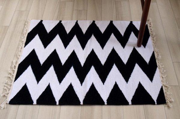 北欧ティストラグ・マット 『 シェブロン 』 70×50cm ブラック×ホワイト (バリェーションあり)