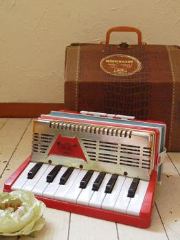 1955年 アンティーク トイアコーディオン with オリジナルケース 楽譜  EMENEE INDUSTRIES.INC製