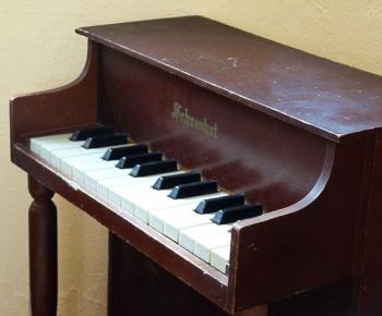 1960年 アンティーク シェーンハット アップライト トイピアノ シャビーダークブラウン