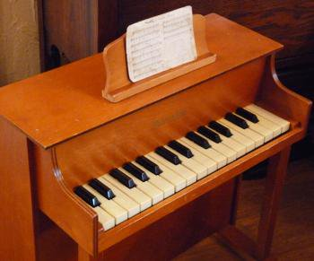 schoenhut シェーンハット アップライト アンティークトイピアノ 譜面立て付
