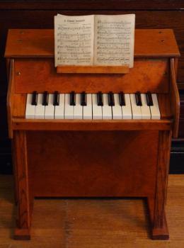 アンティーク トイピアノ Casspinette TOYPIANO