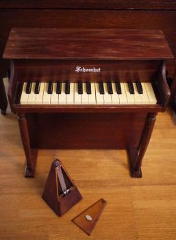 アンティーク シェーンハット  トイピアノ ダークブラウン
