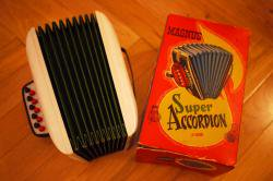 ヴィンテージ トイアコーディオン   toy accordion MAGNUS
