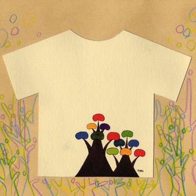 「借景」 : Tシャツに描かれた木はアーティストのマイミが住んでいたお隣の庭にあった木がモチーフになっています。それはとても手入れが行き届いた綺麗な庭で、落ち込んでいたときに隣の庭の木を眺めると元気をもらえたという実体験にもとづいています。