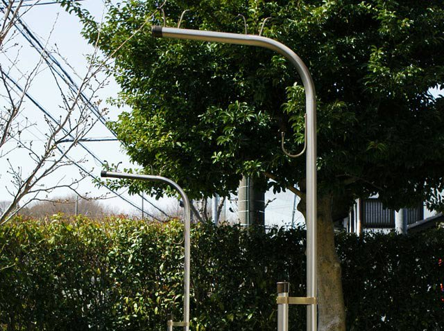 横幅65センチのスリム!アルミ物干し台LP-HシャンパンG(左右2個=1セット分) +ベース付きセット