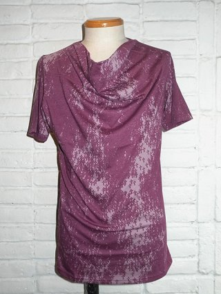 【kiryuyrik/キリュウキリュウ】T/C TENJIKU Drape Neck T-shirts (Bordeaux×Red Print)