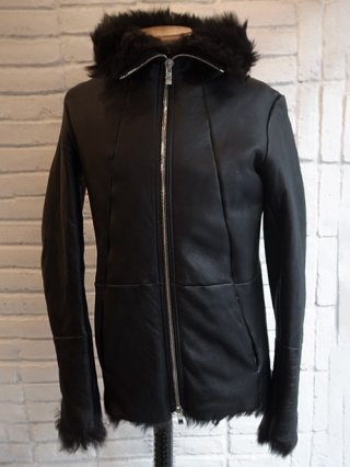<img class='new_mark_img1' src='https://img.shop-pro.jp/img/new/icons8.gif' style='border:none;display:inline;margin:0px;padding:0px;width:auto;' />【incarnation】SHEEP SHEARLING HOODED BLOUSON (BLACK×BLACK)