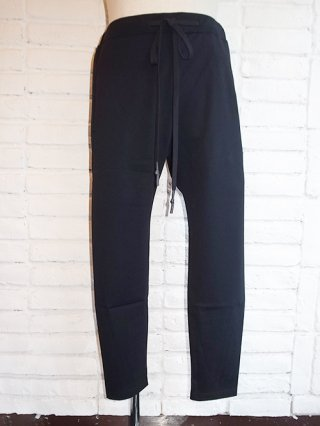 <img class='new_mark_img1' src='https://img.shop-pro.jp/img/new/icons8.gif' style='border:none;display:inline;margin:0px;padding:0px;width:auto;' />【nude:mm】Cropped Slim Sweat Pants (BLACK)