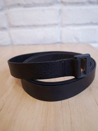 <img class='new_mark_img1' src='https://img.shop-pro.jp/img/new/icons8.gif' style='border:none;display:inline;margin:0px;padding:0px;width:auto;' />【NUDE:MM x iolom】Cow Leather Belt B (BLACK)
