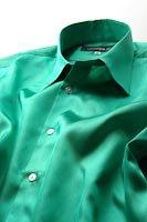 緑色のシャツ